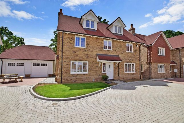 Thumbnail Detached house for sale in Maidstone Road, Staplehurst, Kent