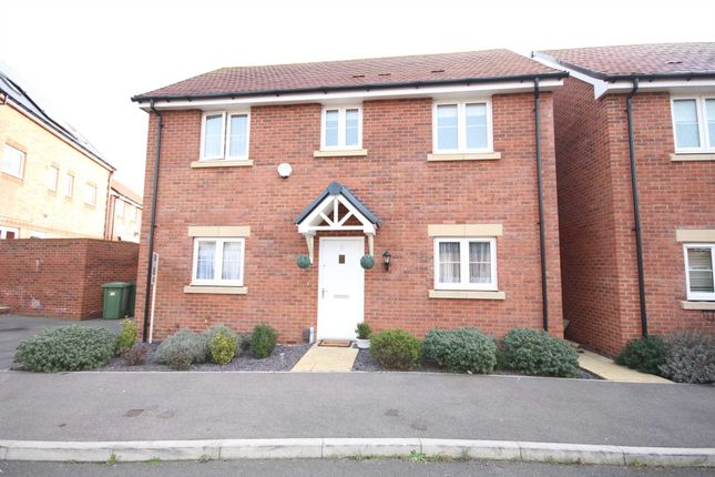 Thumbnail Detached house to rent in Heron Grove, Bracknell