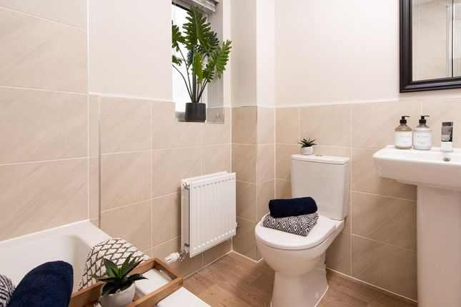 Romansquarterkingvillebathroom