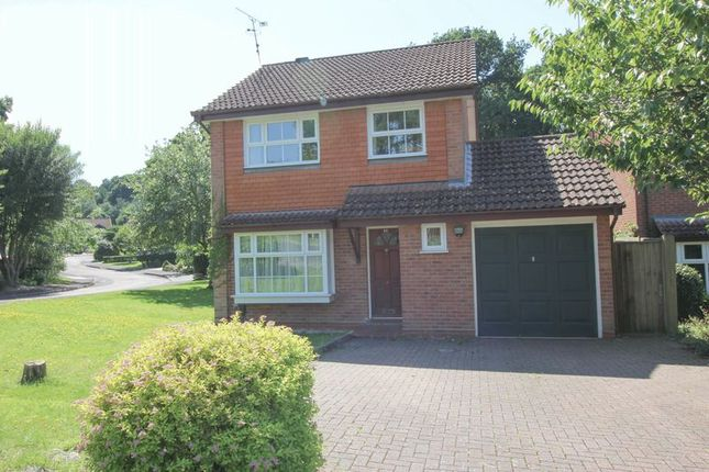 3 bed detached house to rent in Bloomsbury Way, Blackwater, Camberley