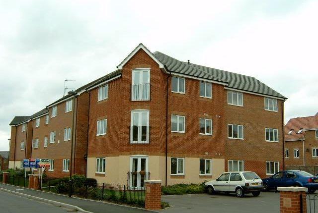 2 bed flat to rent in Garrington Road, Aston Fields, Bromsgrove B60