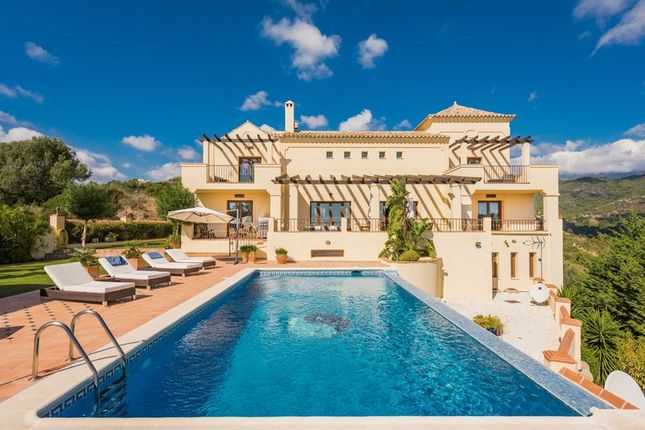Villa for sale in Montemayor, Benahavis, Malaga
