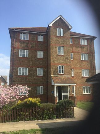 Thumbnail Flat to rent in Sunningdale Close, London