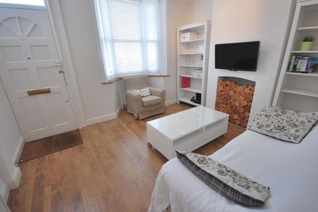 Thumbnail Terraced house to rent in Warberry Road, Alexandra Park, London
