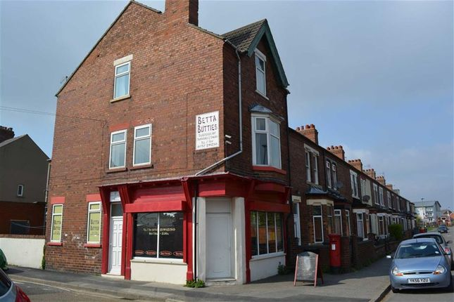 3 bedroom flat to rent in Denison Road, Selby