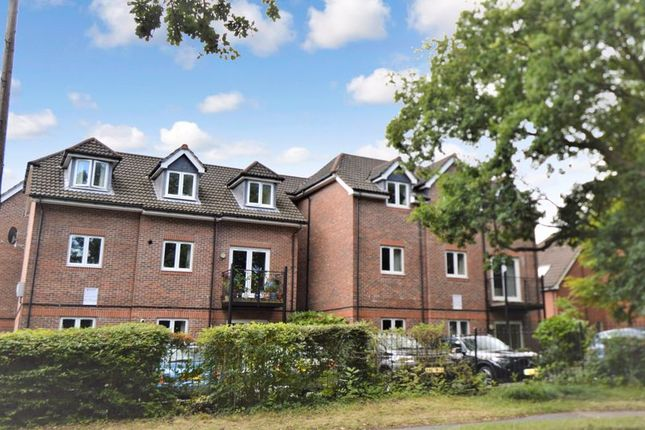 2 bed flat for sale in Providence Hill, Southampton SO31