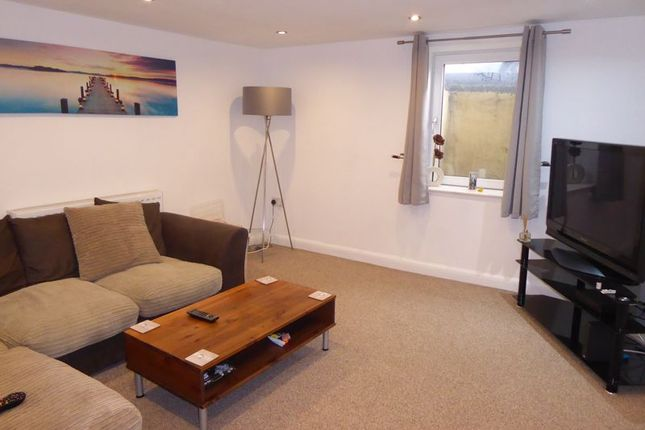 2 bed end terrace house to rent in Wakefield Road, Brighouse HD6