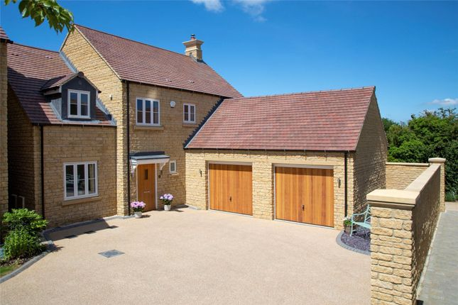Thumbnail Detached house for sale in Leamington Road, Broadway, Worcestershire