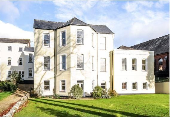 Thumbnail Flat for sale in Hawthorn Road, Charlton Down, Dorchester