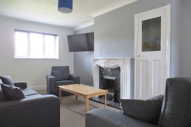 Thumbnail Semi-detached house to rent in Southall Avenue, Brighton