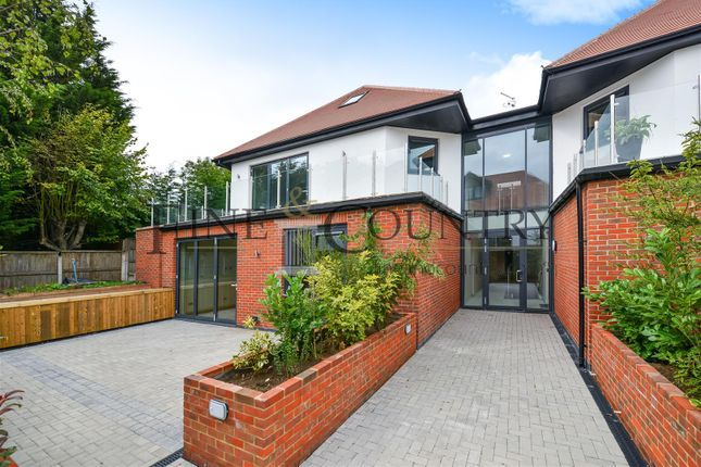 Thumbnail Flat for sale in Mayfair Lodge, Eden Avenue, Chigwell