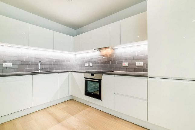 Thumbnail Flat to rent in Liner House, Royal Wharf, Pontoon Dock