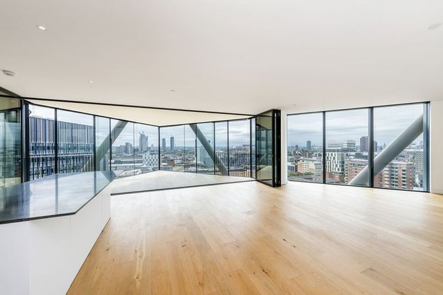 3 bed flat for sale in Holland Street, London