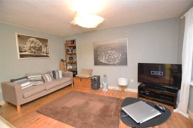 Lounge of Winrose Drive, Leeds, West Yorkshire LS10