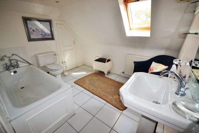 Annexe Bathroom of Drummond Street, Crieff PH6