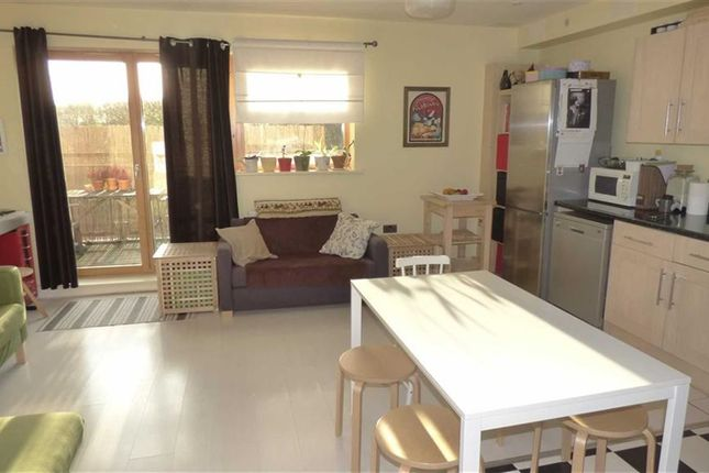 Thumbnail Flat for sale in Evelyn Street, London