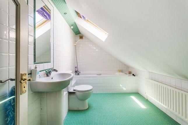 En-Suite of Babylon Lane, Lower Kingswood, Tadworth, Surrey KT20