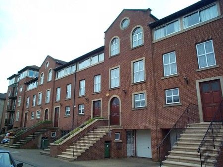 4 bedroom terraced house to rent in Alcantara Crescent, Ocean Village, Southampton