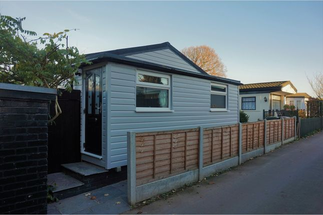 Thumbnail Mobile/park home for sale in The Elms, Loughton