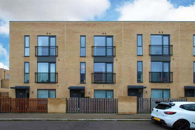 3 bed town house to rent in Clay Farm Drive, Trumpington, Cambridge CB2