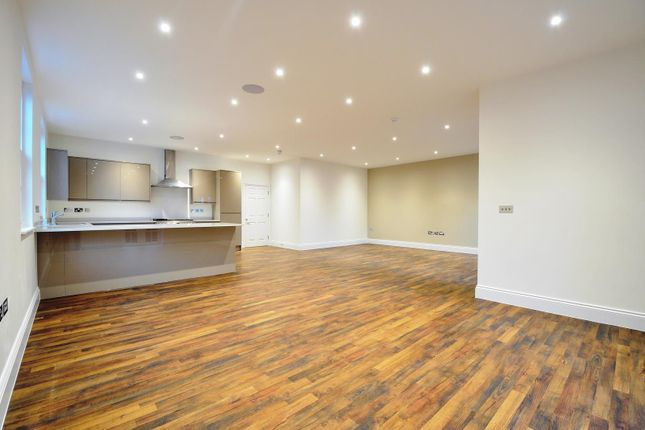 Thumbnail Flat to rent in The Drive, Ickenham, Middlesex