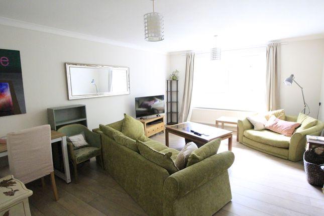 2 bed flat to rent in Cove Road, Farnborough GU14