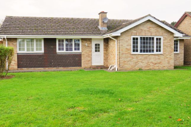 Thumbnail Bungalow to rent in Begbroke Crescent, Begbroke, Kidlington