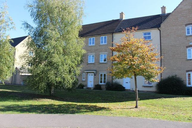 Thumbnail Town house to rent in Stickleback Road, Calne