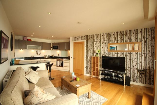 2 bed flat to rent in Candle House, 1 Wharf Approach, Leeds