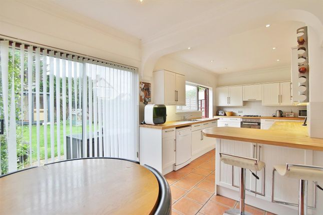 Thumbnail Property to rent in Pembridge Avenue, Twickenham