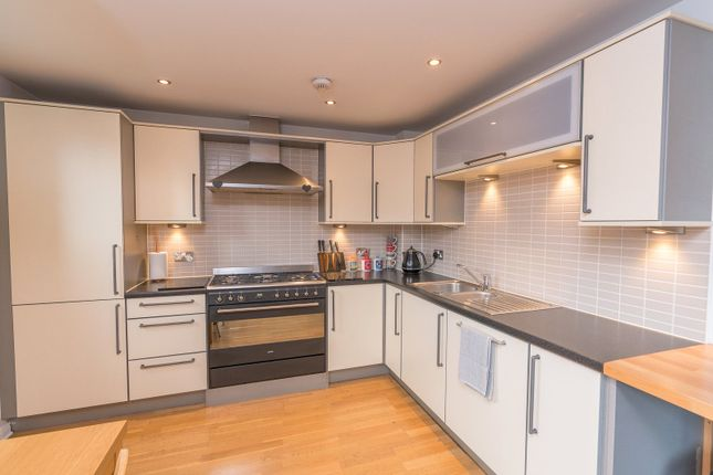 Kitchen Alt of Lochrin Place, Edinburgh EH3