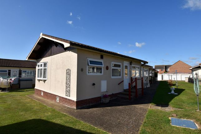 Thumbnail Mobile/park home for sale in Castle Hill Park, London Road, Clacton-On-Sea