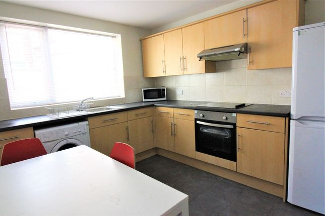 4 bed terraced house to rent in Wildman Street, Preston PR1
