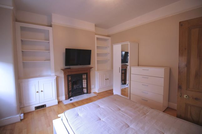 Thumbnail Flat to rent in Rosedale Terrace / Dalling Road, Hammersmith