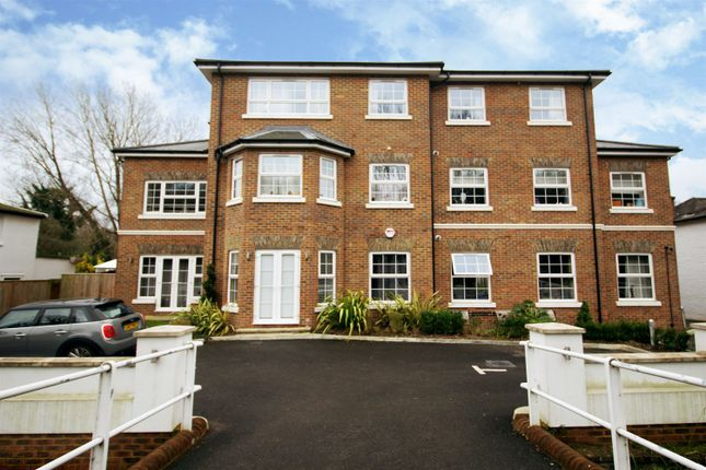 1 bed flat for sale in Portsmouth Road, Thames Ditton KT7