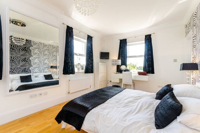5 bedroom end terrace house for sale in Savery Drive, Long Ditton