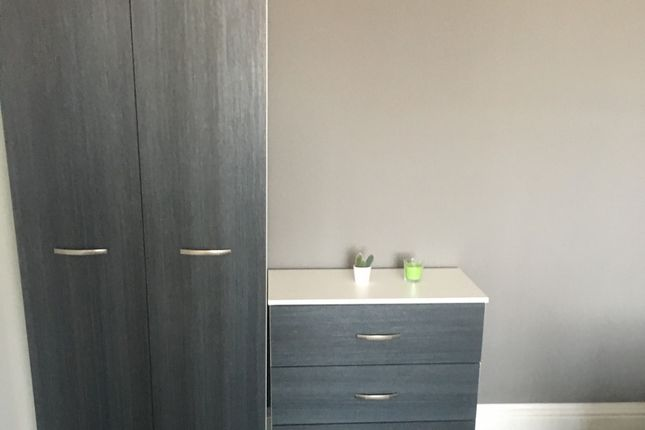 Thumbnail Room to rent in Atkinson Court, Wakefield Road, Normanton