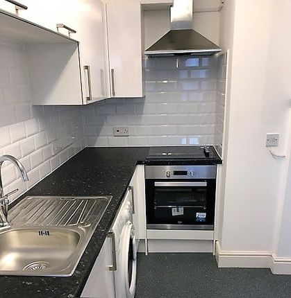 Thumbnail Shared accommodation to rent in Flat 2, 33 Mill Road, Cambridge
