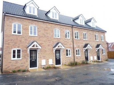 Thumbnail Town house to rent in Friesian Close, Beck Row