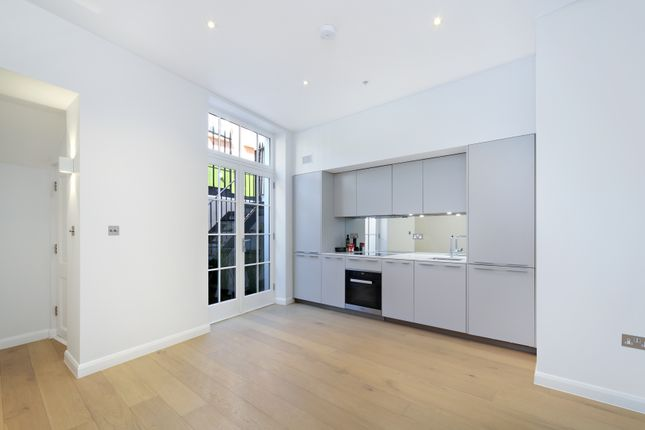 Thumbnail Flat to rent in Glebe Place, London