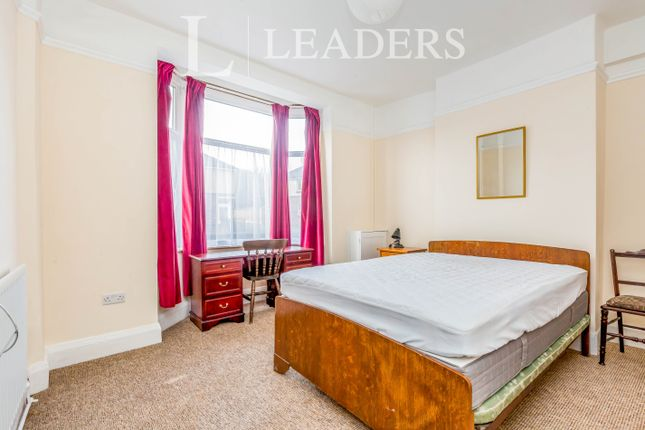 Room to rent in Vale Street, Silverdale, Newcastle-Under-Lyme ST5