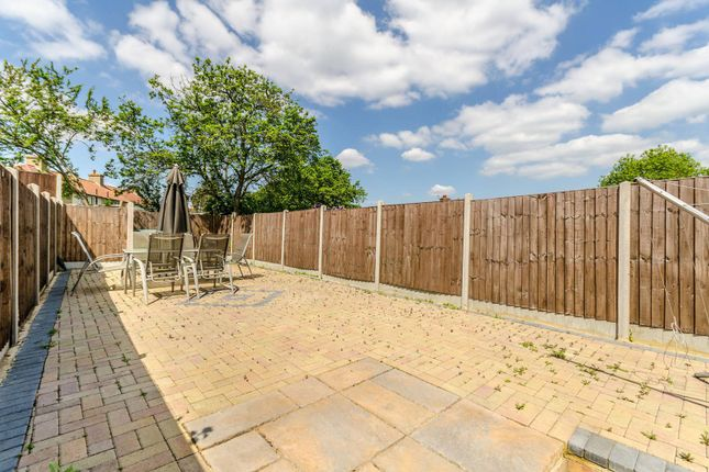 3 bed property for sale in Launcelot Road, Bromley