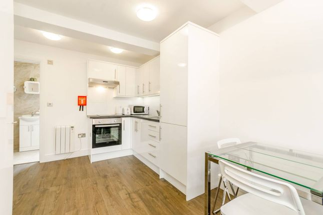 Thumbnail Flat to rent in Bowmans Mews, Holloway