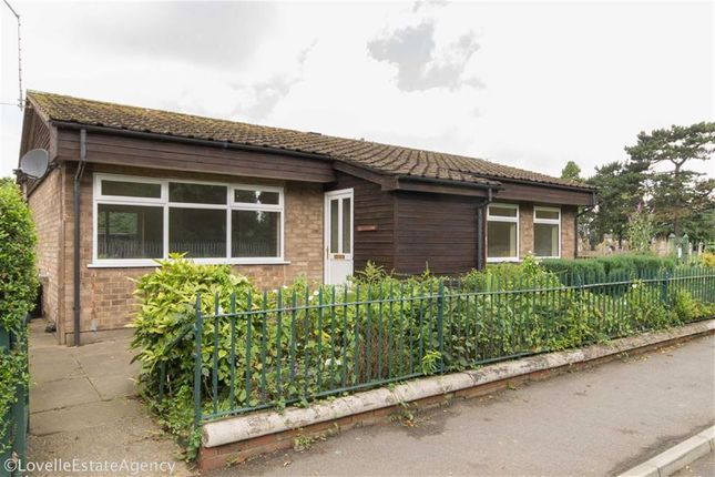 Thumbnail Bungalow for sale in Cemetery Road, Scunthorpe