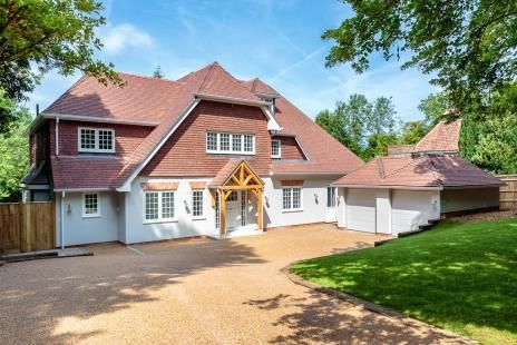 Thumbnail Detached house for sale in Bridge Way, Chipstead, Coulsdon