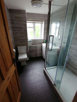 Thumbnail Flat to rent in Cross Road, London