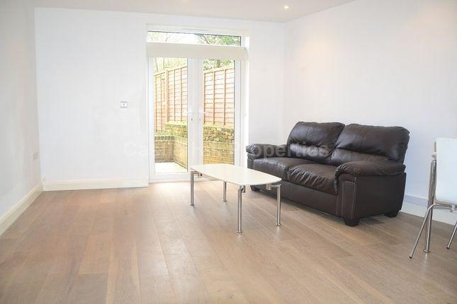 2 bed flat to rent in Grange Park, Ealing, London.