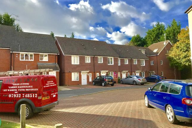 Thumbnail Terraced house to rent in Wayside, Winnersh