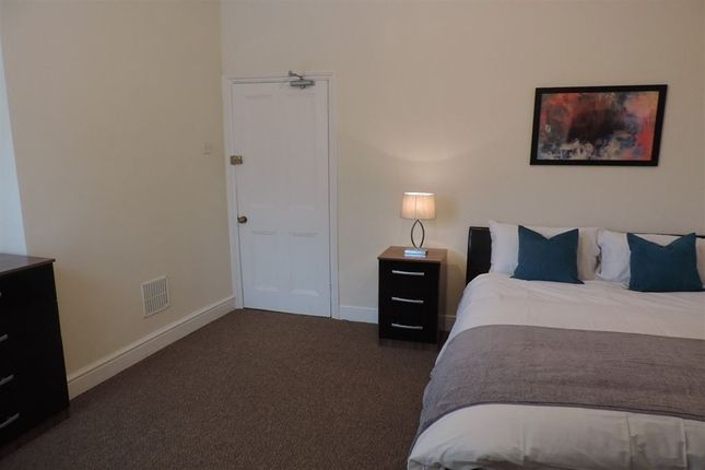 Thumbnail Room to rent in R2, Huntly Grove, Peterborough