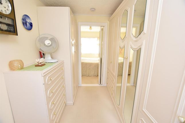 1 Bed Mobile Park Home For Sale In Castle Hill London Road